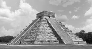 Maya Pyraminde